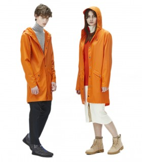 RAINS Long jacket RustLange regenjas dames en regenjas heren Rains long jacket fire orange mannelijk en vrouwelijk model